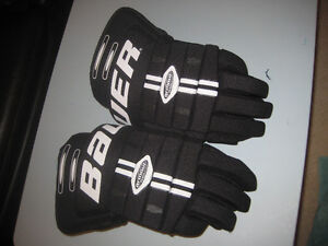 Hockey gloves Bauer - Mens large 15 inch (never used)