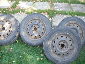 4 pneus d'hiver avec jantes