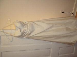 BEAUTIFUL IVORY HALTER STYLE WEDDING DRESS/ MATCHING WRAP