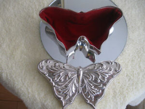 "GORGOUS LITTLE VINTAGE ""BUTTERFLY"" FELT-LINED JEWELRY BOX"