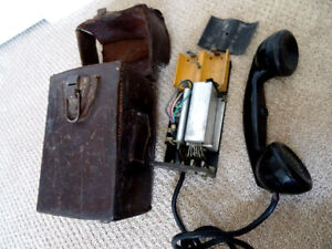orig. ARMY FIELD PHONE 1957 in case CANADA military BAKELITE