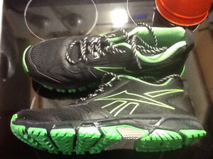 New Reebok Trail Running Shoe sz91/2 Mens Kingston Kingston Area image 1