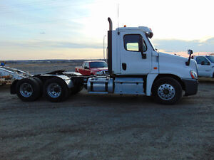 DAY CAB TRACTOR , CLEAN TRUCK