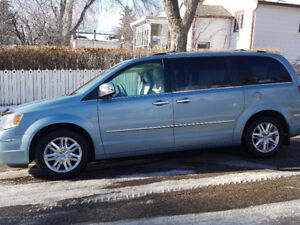 2009 Chrysler Town & Country Limited Minivan $7900 MUST SELL!