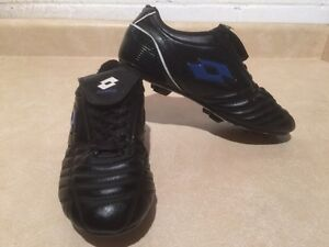 Boys Lotto Outdoor Soccer Cleats Size 5 London Ontario image 3