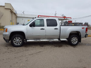 2011 GMC Sierra 2500HD Z71 4WD low kms,6.0 liter gas V8 $27500
