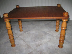 ...A COMPACT LITTLE OLD-FASHIONED OCCAS. TABLE [SOLID WOOD] ...