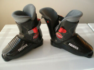 SKI BOOTS TECNICA RACER JR. MONDO 20 , US SIZE 11 TO 13.5 YOUTH