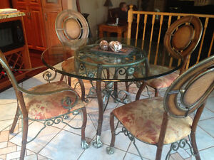 Glass round table & 4 chairs
