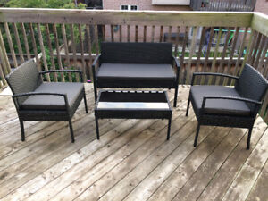 Patio conversation set in pristine barely touched condition EUC