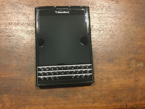 Mint condition Blackberry passport EXCELLENT CONDITION Oakville / Halton Region Toronto (GTA) image 1