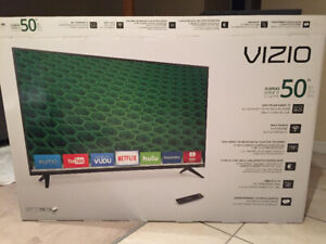 JUST LIKE NEW 50 INCH VIZIO D SERIES SMART TV
