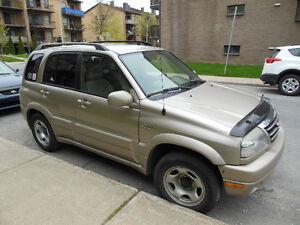 2005 Suzuki Grand Vitara avec hidden hitch VUS