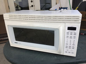 Under cabinet mount or stand alone microwave