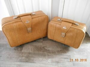 Samsonite Leather Suitcase Sarnia Sarnia Area image 1