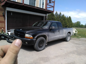 2004 Dodge Dakota 80000 km original on truck and engen