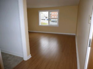 Connaught,Bright,Clean 2 Bdrm,Heat,Hot W,Renovated
