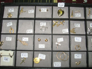 Large Selection of Ladies and Mens gold chain Necklaces pendants