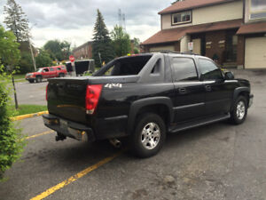 2004 Chevrolet Avalanche Truck 4X4, LOADED WITH ALL OPTIONS