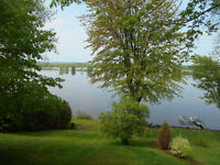 COTTAGE/HOME ON OTTAWA RIVER IN WENDOVER