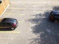 Espace de stationnement  à louer