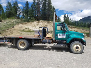 2007 International single axle with only 88,000 kms!!!