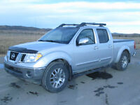 2010 Nissan Frontier LE 4x4 Leather Roof low Kms