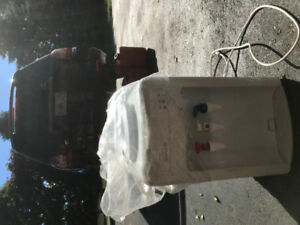 Sunbeam water cooler (brand new) hot and cold options