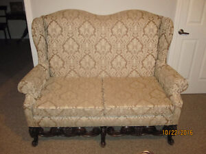 Antique Couch Cornwall Ontario image 1