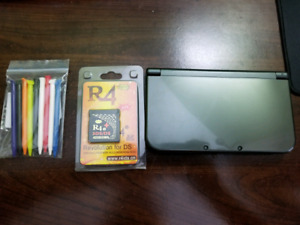 """New"" 3DSXL + R4 + 32gb SD Card + Pack of styluses"