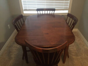 Kitchen table & Chairs (4)