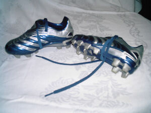 Girls ADIDAS Outdoor Soccer Shoes size 11 Kitchener / Waterloo Kitchener Area image 1