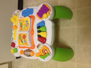 LeapFrog - Learn and Groove - Bilingual Musical Table - toy