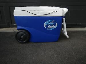 Thermos cooler on wheels