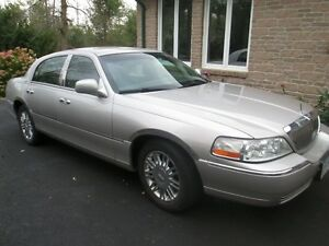 Lincoln Towncar Signature Limited