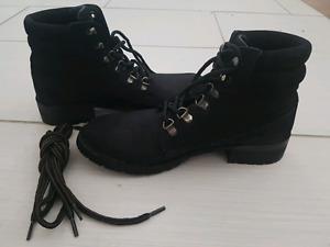 Steve madden boots 7.5m