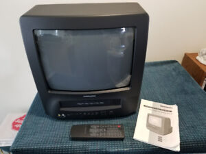 """Daewoo 14"""" Color TV/VHS Player/Recorder Combo As New"""