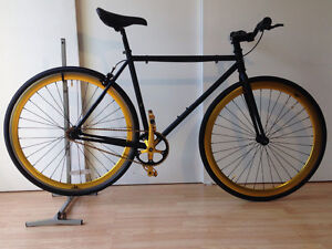 Fixie 52cm (medium)  tres leger et tres bonne condition