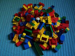 Très gros lot de BLOCS LEGO DUPLO (+ de 270 pièces)