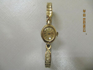 Classic Vintage Ladies Timex Gold Tone Wind Up Dress Watch 1960s