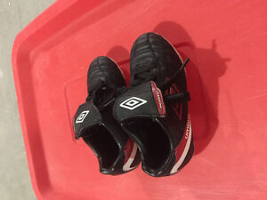 Umbro soccer cleats size 9
