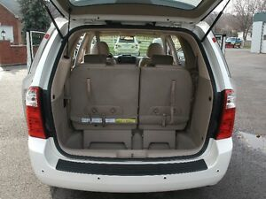 2006 Kia Sedona EX: Leather, Sun Roof, Only 116K, Must See! Oakville / Halton Region Toronto (GTA) image 8