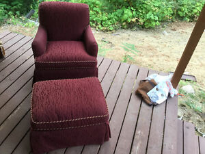 Stuffed chair with ottoman