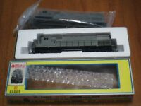 HO scale Atlas C424 locomotive and spare shell
