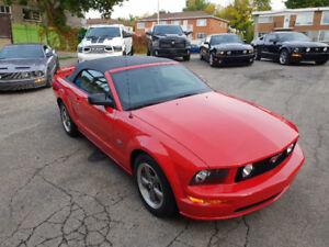 2007 Mustang GT 4.6L Auto Convertible Rouge cuir et toit Noir .