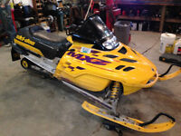 COMPLETE PART OUT 2000 Skidoo MXZ 600