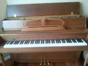 Kurtzmann 42 inch Piano with storage bench