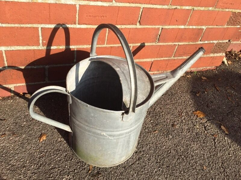 Vintage 2 Gallon Galvanised Metal Canin Henley on Thames, OxfordshireGumtree - Good Condition Water Tight Working condition Appropriate size Height 49cm Length 56cm
