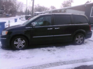 2010 Chrysler Town & Country Limited Familiale