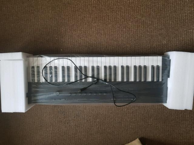 Native instruments komplete kontrol A61 midi keyboard   in  Westcliff-on-Sea, Essex   Gumtree